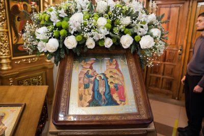 В день отдания праздника Богоявления митрополит Серафим совершил Литургию в храме Михаила-Архангела на площади Победы