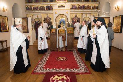 В канун Недели по Богоявлении митрополит Серафим совершил всенощное бдение в Спасо-Преображенском мужском монастыре