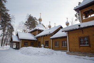 В престольный праздник митрополит Серафим совершил Литургию в Иоанно-Предтеченской церкви в Заречном