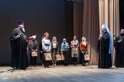 Выпускникам богословских курсов вручили дипломы