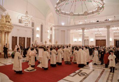 В канун Рождества Христова митрополит Серафим совершил всенощное бдение в Спасском кафедральном соборе