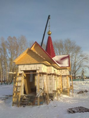 В селе Блохино освятили крест и купол строящегося Иоанно-Предтеченского храма