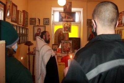 В праздник Крещения Господня священник освятил воду в СИЗО-1
