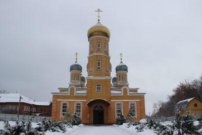 В субботу по Рождестве Христовом митрополит Серафим совершил Литургию в Успенском женском монастыре г. Нижний Ломов