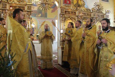 В Неделю по Рождестве Христовом митрополит Серафим совершил Литургию в Никольском храме в Терновке