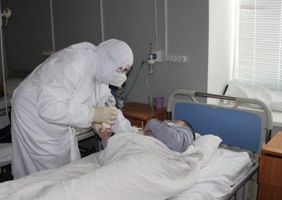 В праздник Крещения Господня митрополит Серафим посетил пациентов с коронавирусом в «красной зоне» областной больницы