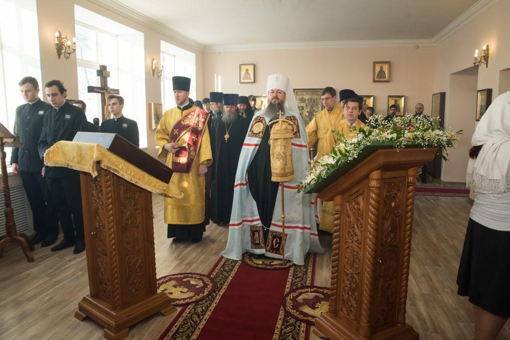 В престольный праздник митрополит Серафим совершил Литургию в храме святителя Иннокентия Иркутского при семинарии