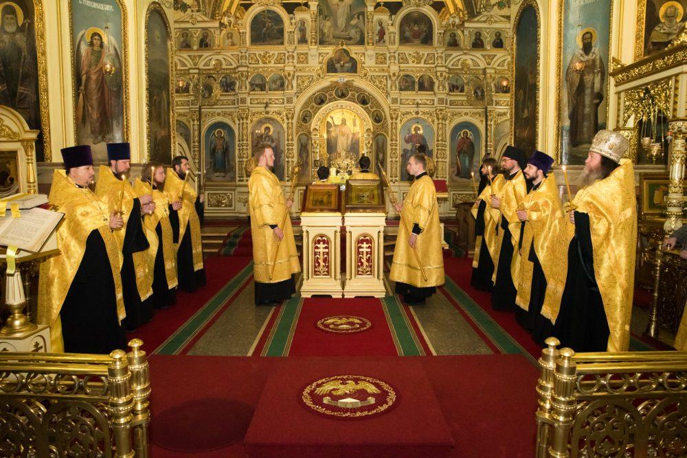 В канун Недели о мытаре и фарисее митрополит Серафим совершил всенощное бдение в Успенском кафедральном соборе