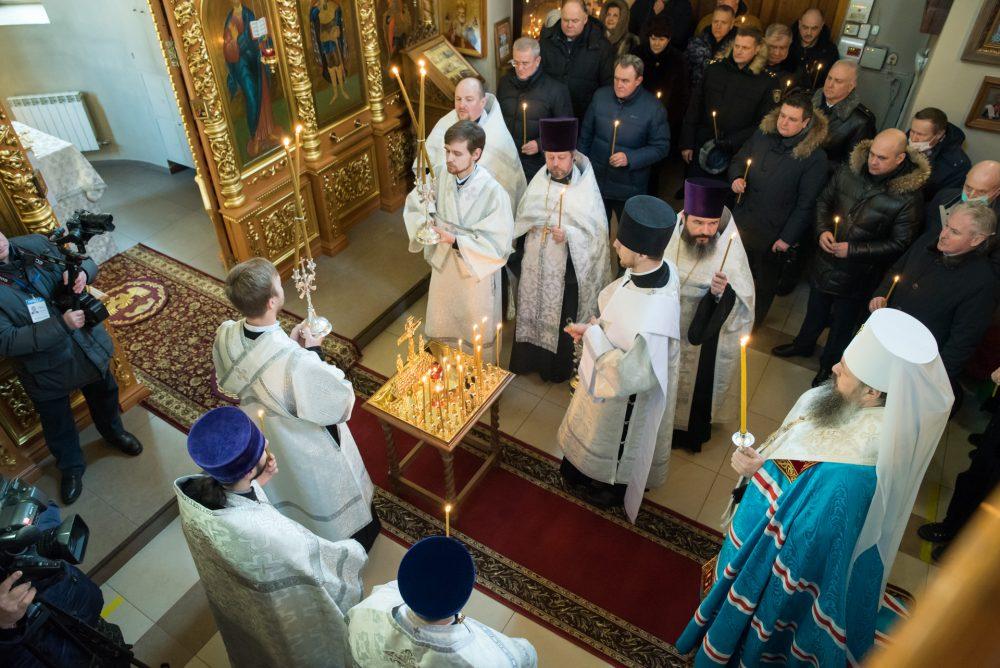 В День защитника Отечества митрополит Серафим совершил литию в храме Архистратига Михаила в Пензе