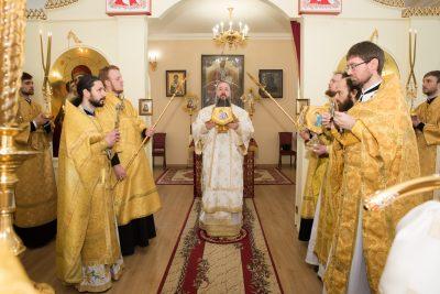В Неделю о мытаре и фарисее митрополит Серафим совершил Литургию в Воскресенском храме при епархиальном управлении