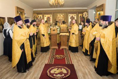 В канун престольного праздника митрополит Серафим совершил всенощное бдение в храме во имя святителя Иннокентия Иркутского