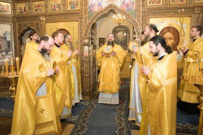 В день памяти святителя Иоанна Златоуста митрополит Серафим совершил Литургию в Спасо-Преображенском мужском монастыре