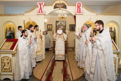 В день интронизации Святейшего Патриарха Кирилла митрополит Серафим совершил Литургию в Воскресенском храме при епархиальном управлении