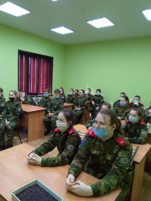 Учащимся кадетского класса Нижнеломовской школы №2 рассказали о празднике Сретения Господня