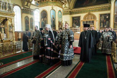 Митрополит Серафим совершил Литургию Преждеосвященных Даров в Успенском кафедральном соборе