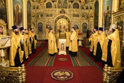 В канун Недели о Страшном Суде митрополит Серафим совершил всенощное бдение в Успенском кафедральном соборе