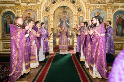 В субботу 1-й седмицы Великого поста митрополит Серафим совершил Литургию в Успенском кафедральном соборе