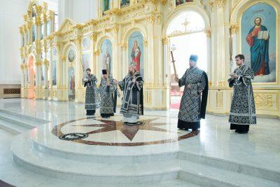 Митрополит Серафим совершил Царские часы в Спасском кафедральном соборе