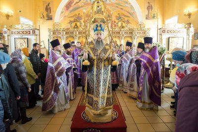 В Неделю Крестопоклонную митрополит Серафим совершил Литургию в Никольском храме в Терновке