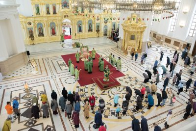 В праздник Входа Господня в Иерусалим митрополит Серафим совершил Литургию в Спасском кафедральном соборе