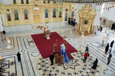В канун Великого Четверга митрополит Серафим совершил уставное богослужение в Спасском кафедральном соборе