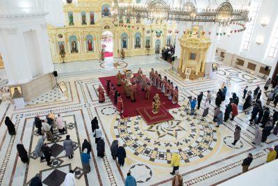 В Великий Четверг митрополит Серафим совершил вечерню и Божественную литургию в Спасском кафедральном соборе