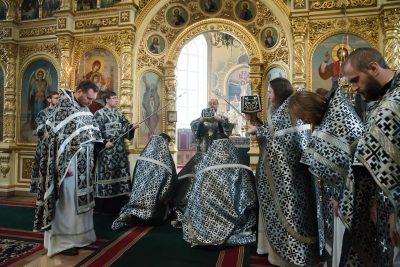В Великую Среду митрополит Серафим совершил Литургию Преждеосвященных Даров в Успенском кафедральном соборе