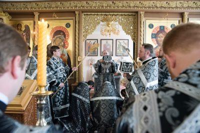 Митрополит Серафим совершил Литургию Преждеосвященных Даров в храме святителя Иннокентия Иркутского при духовной семинарии