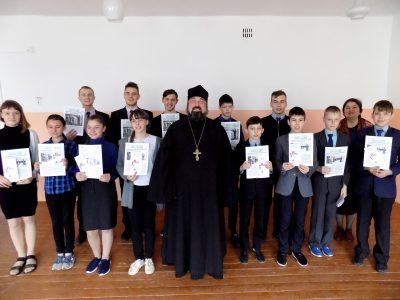 Священнослужитель рассказал учащимися общеобразовательной школы села Степановка о празднике Пасхи