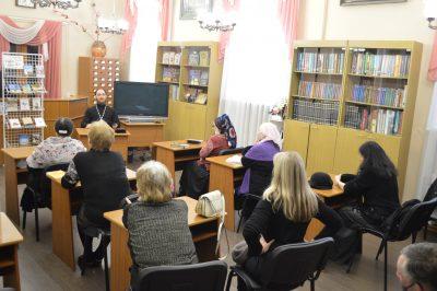 В рамках православного лектория жителям Пензы рассказали об обязанностях крестных родителей