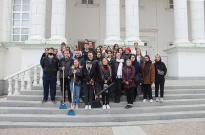 В преддверии Пасхи студенты колледжа архитектуры и строительства убрались на территории Спасского собора