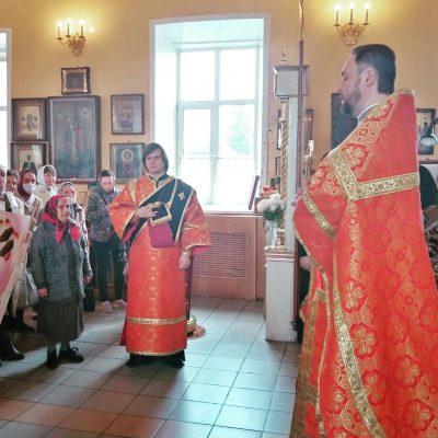 Настоятель Никольского храма в Терновке поздравил ветеранов с Днем Победы