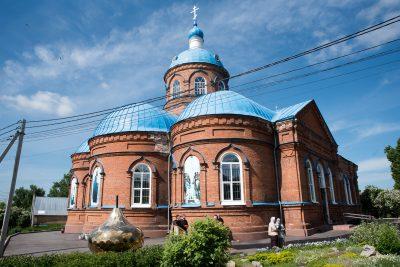 Митрополит Серафим освятил крест и купол Введенского храма в микрорайоне Веселовка