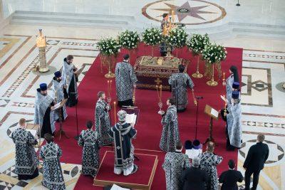 Митрополит Серафим совершил утреню Великой Субботы с чином погребения в Спасском кафедральном соборе