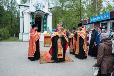 В день Радоницы в Сергиевском храме на Новозападном кладбище состоялось пасхальное поминовение усопших