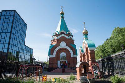 В праздник Преполовения Пятидесятницы митрополит Серафим совершил Литургию в храме Христа Спасителя при «Газпроме»