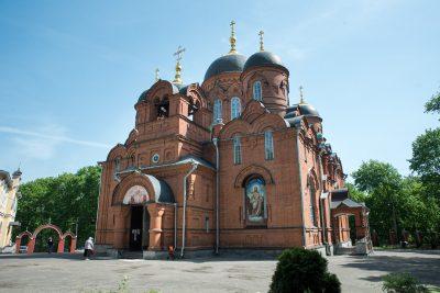 В Неделю святых жен-мироносиц митрополит Серафим совершил Литургию в Успенском кафедральном соборе
