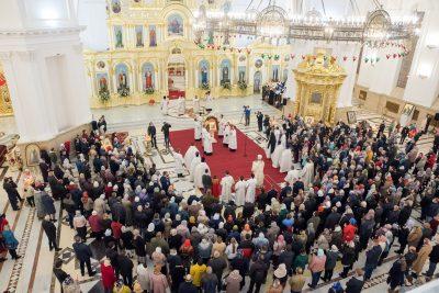 В праздник Светлого Христова Воскресения митрополит Серафим совершил торжественное богослужение в Спасском кафедральном соборе