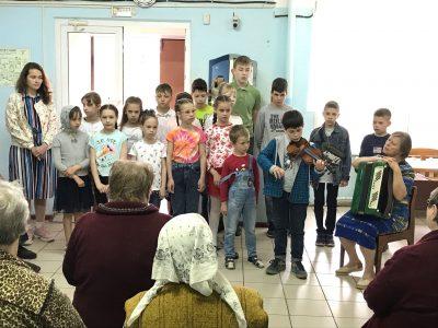 Участники молодежного общества «Донские» навестили подопечных в Золотаревском Доме-интернате для инвалидов и пожилых людей
