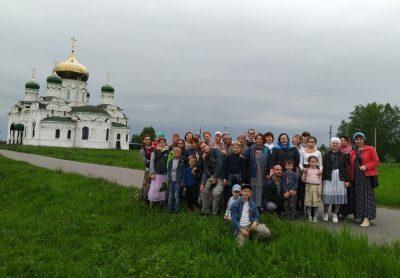 Отряд краеведов «Пешая слобода» посетил Вадинский мужской монастырь и храм в селе Большая Лука