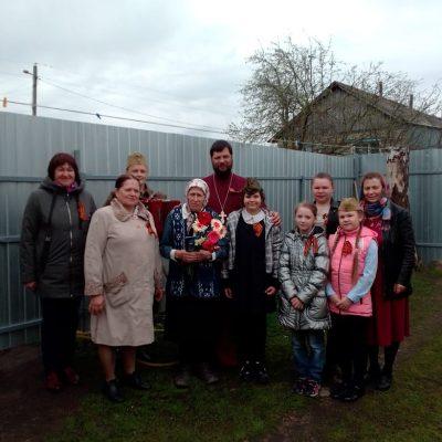 Воспитанники воскресной школы села Вирга поздравили ветеранов с Днем Победы