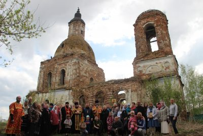 Впервые за 90 лет в Успенском храме села Калинино совершено Пасхальное богослужение