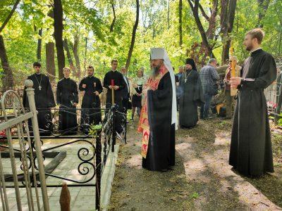 Митрополит Серафим совершил литию и освятил крест на могиле участника Поместного Собора 1917-1918 гг. Игоря Беликова