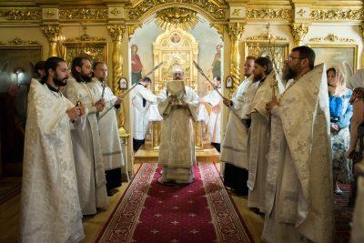 В Троицкую родительскую субботу митрополит Серафим совершил Литургию в Митрофановском храме Пензы
