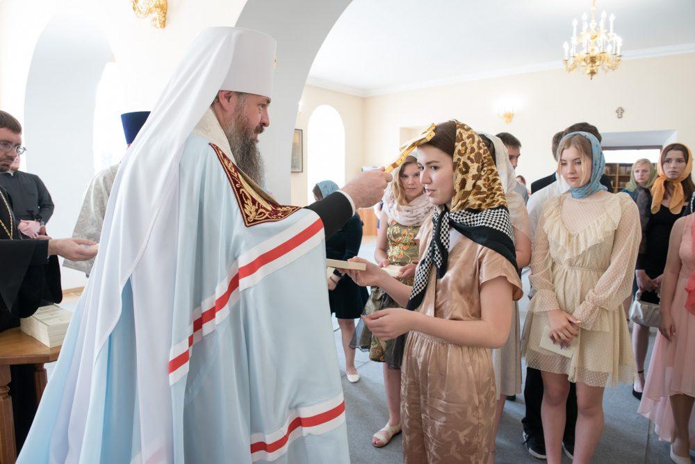 Митрополит Серафим поздравил выпускников 9-го класса православной гимназии с окончанием обучения