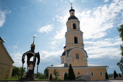 В день отдания праздника Пасхи митрополит Серафим совершил Литургию в Покровском архиерейском соборе Пензы