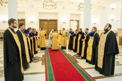 В канун дня памяти святого равноапостольного князя Владимира митрополит Серафим совершил всенощное бдение в Спасском кафедральном соборе