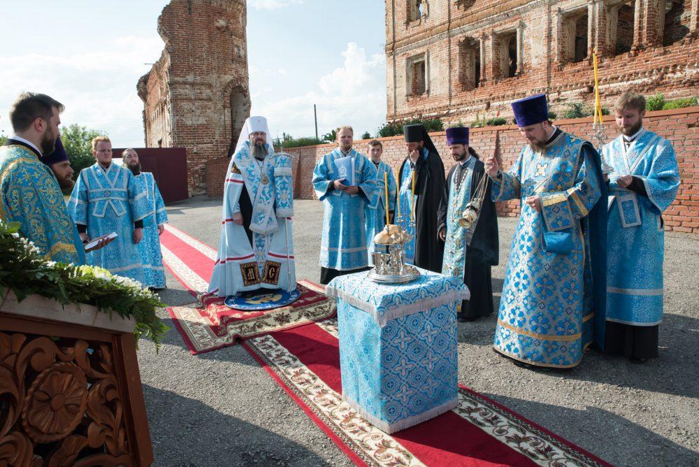 Митрополит Серафим совершил всенощное бдение в Нижнеломовском Казанском Богородицком мужском монастыре