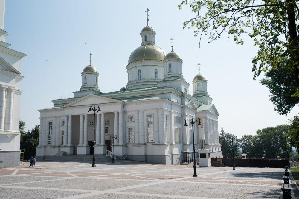 В день обретения мощей преподобного Сергия Радонежского митрополит Серафим совершил литургию в Спасском кафедральном соборе