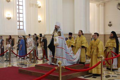 В Неделю 3-ю по Пятидесятнице митрополит Серафим совершил литургию в Спасском кафедральном соборе